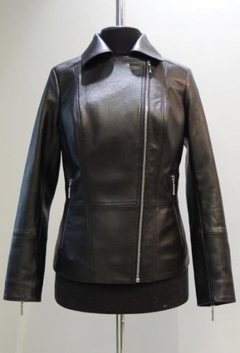Куртка из кожи с молниями фото