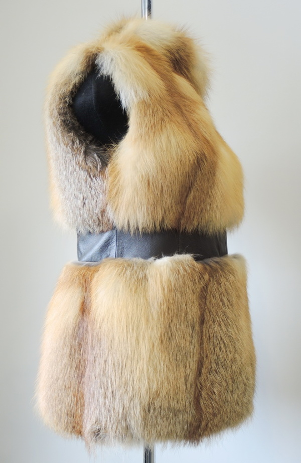 Жилет из лисицы с кожей фото