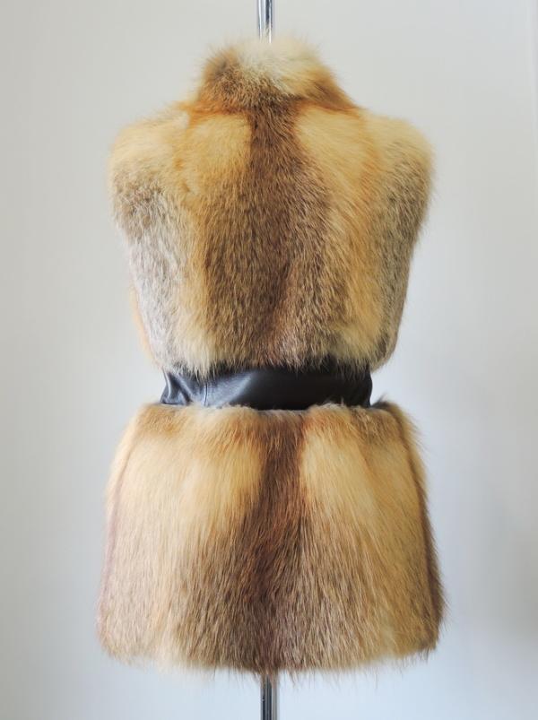 Жилет из рыжей лисицы фото