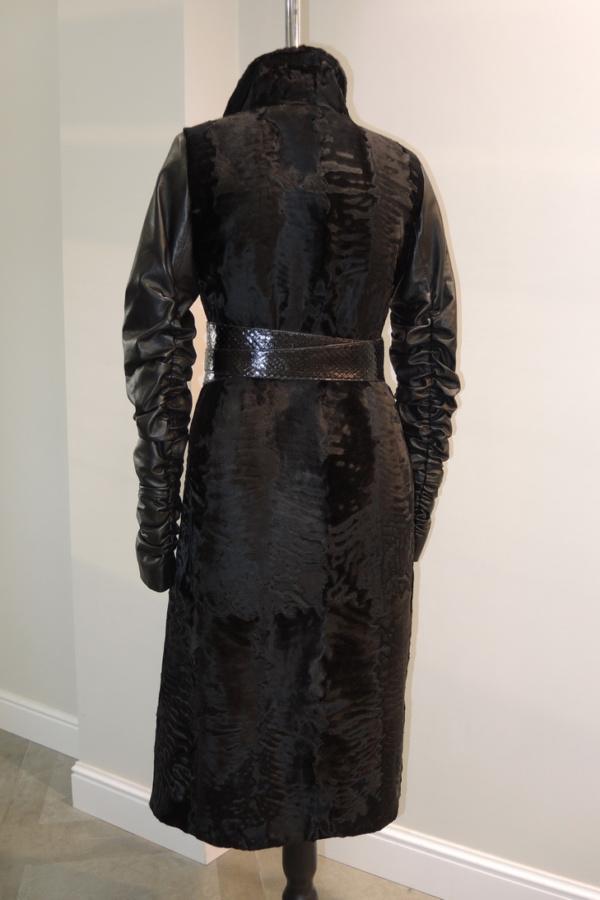 Пальто из каракульчи с рукавами и поясом из кожи заказать