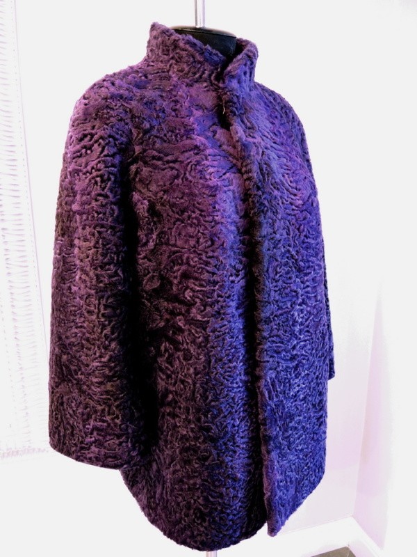 Пальто из каракуля фото