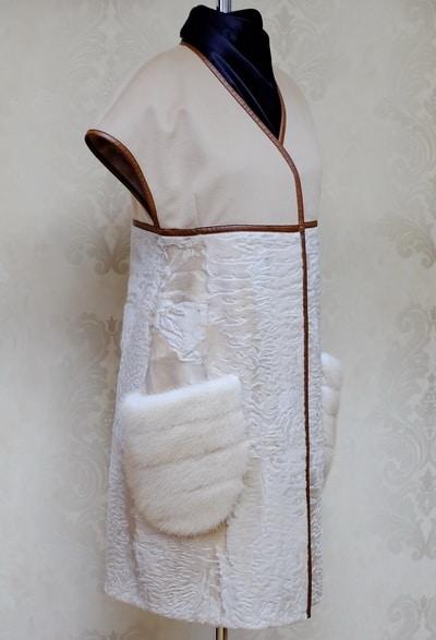 Жилет из каракульчи с отделкой тканью и мехом норки фото