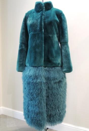 Пальто из меха кролика и ламы фото
