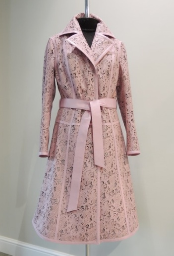Пальто из розовой перфорированной кожи ателье ГаллаФур