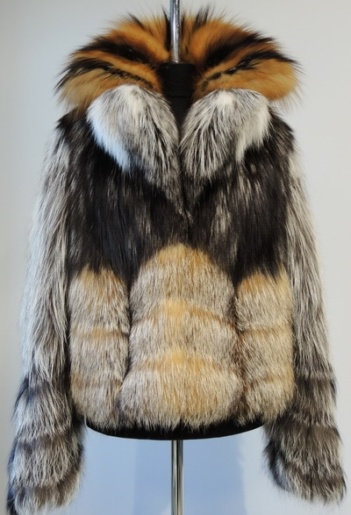 Шуба из расшитой кожей лисицы фото