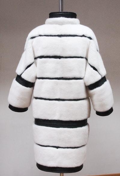 Шуба из белой норки с отделкой натуральной кожей на заказ